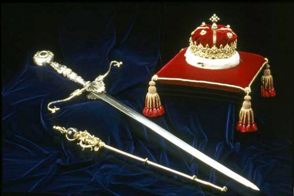 The Honours the Scottish Crown Jewels © CROWN COPYRIGHT REPRODUCED COURTESY OF HISTORIC SCOTLAND